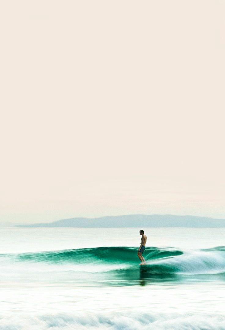 Aprender a surfar. Por que? Desde pequeno gostei da ideia de ir para a praia todo final de semana e passar o dia no mar, surfando e tals.