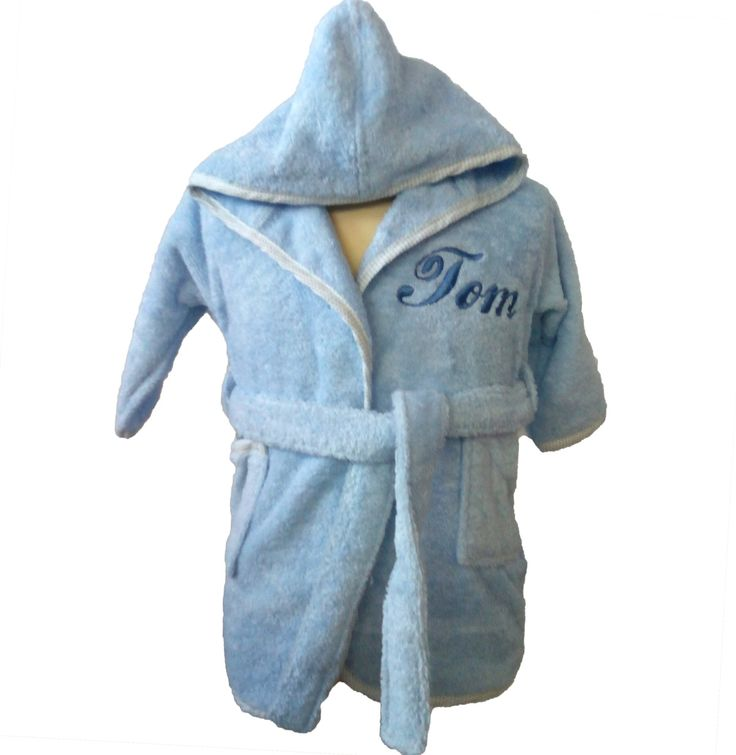 Peignoir bébé personnalisé au prénom Tom pour un cadeau de naissance original sur Brodeway.com #peignoirbébé #personnalisation #cadeaunaissance