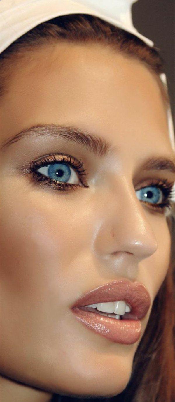 maquillage des yeux bleus porté par Bianca Balti