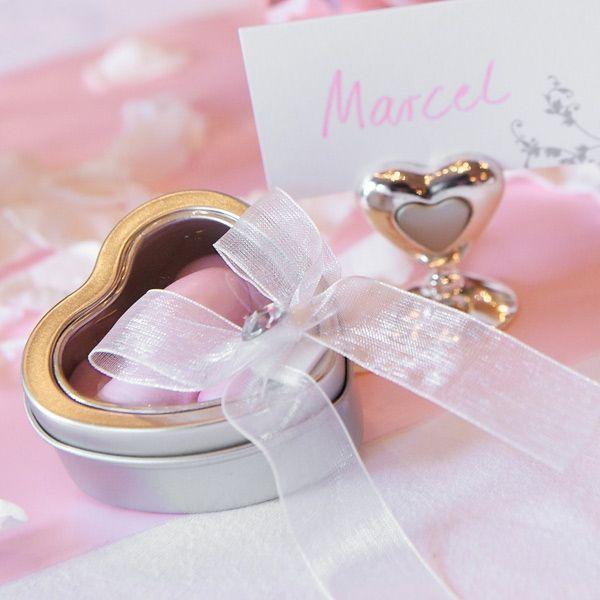 Herzförmige Geschenkdose für Gastgeschenke zur Hochzeit - weddix.de
