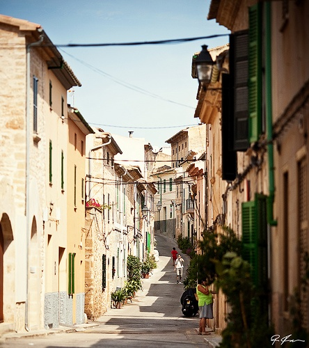 http://vit-almen.com/donde.php  Alcudia - Old Town, Mallorca Sa Cisterna  Carrer de sa Cisterna, 1 07400 Alcúdia, Illes Balears 971 54 86 06
