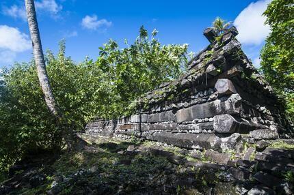 Nan Madol war ein gewaltiges Machtzentrum im Pazifik. Wie es vor über 800 Jahren erschaffen wurde, ist bis heute ein Rätsel – ebenso wie der plötzliche Untergang des mächtigen Inselreichs im Jahr 1628.