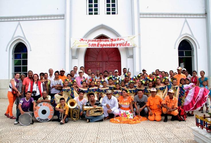 Participantes y músicos representantes del porro