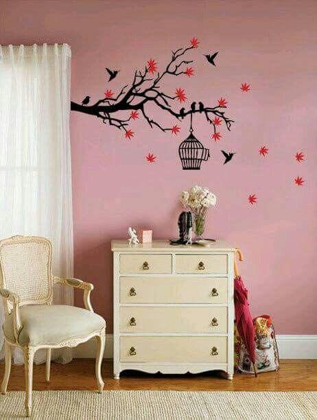 pintura de pared rosa y pjaros