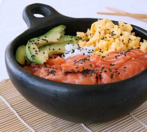 ** Cuisine japonaise : Chirashi ou Chirachi au Saumon, avocat et omelette Tamogo yaki