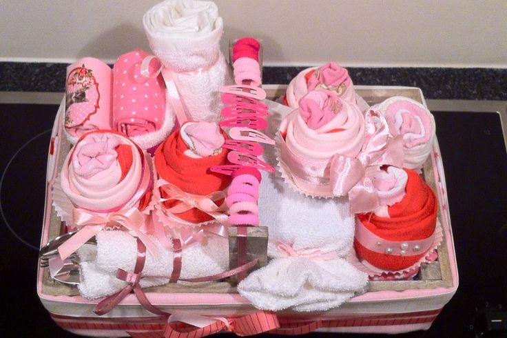 Inhoud kraammand meisje Kraamkado meisje Babyshower cadeau idee. Info: http://joleenskraamcadeaus.wix.com/kraamcadeau#!product/prd1/1651040235/kraammand