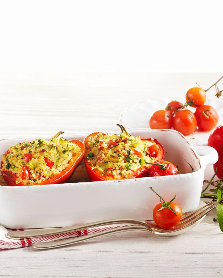 Paprikaschoten mit Couscous-Käse-Füllung #hochland #käse #rezept #recipe #paprika #couscous #zucchini #tomaten #tomatoes  #sandwichscheiben #butterkäse