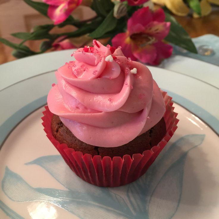Cupcakes para el día de la madre. Biscocho de chocolate con relleno de frambuesa