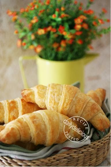 After trying many recipes, I still want to have the easy one. I didn't say that this is the best recipe for croissant (and it's not a tradi...