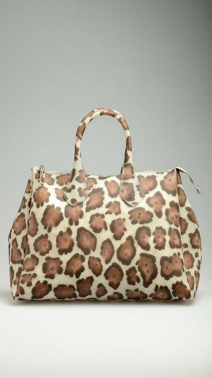 GUM Neutral animalier pattern bag featuring top zip, tote handles, 19,9'' x 11,8'' x 8,2'' , 100% pvc.