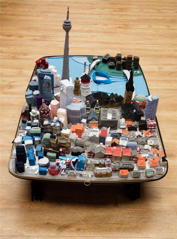 Des villes en vêtements dans des valises valise fringue valise 04 593x800