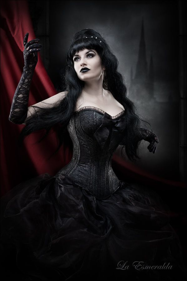 goth, gothic corset, esmeralda, black fashion, classic goth, goth girl, paris, burlesque    http://la-esmeralda.deviantart.com/