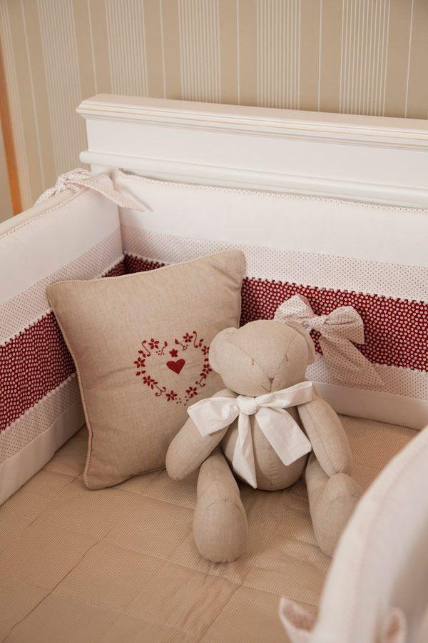 Quarto de menina: bege e vermelho - Constance Zahn | Babies & Kids