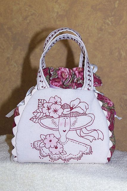 Another cute sewing accessories bag from a Bronwyn Hayes pattern