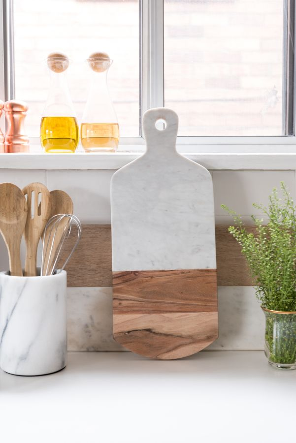 Marble and wooden cutting board: http://www.stylemepretty.com/living/2016/12/15/a-chic-and-girly-bachelorette-pad-with-trad-bones/ Photography: 5ive 15ifteen - http://5ive15ifteen.com/