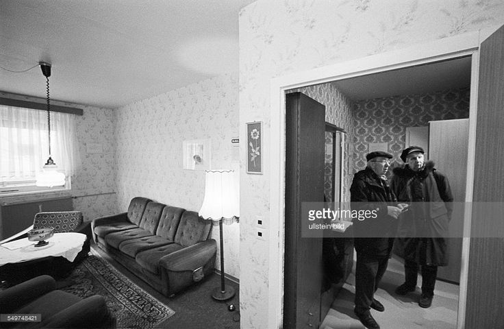 ddr museum eine wohnung in einem plattenbau in hellersdorf ist wie zu ddr zeiten eingerichtet. Black Bedroom Furniture Sets. Home Design Ideas