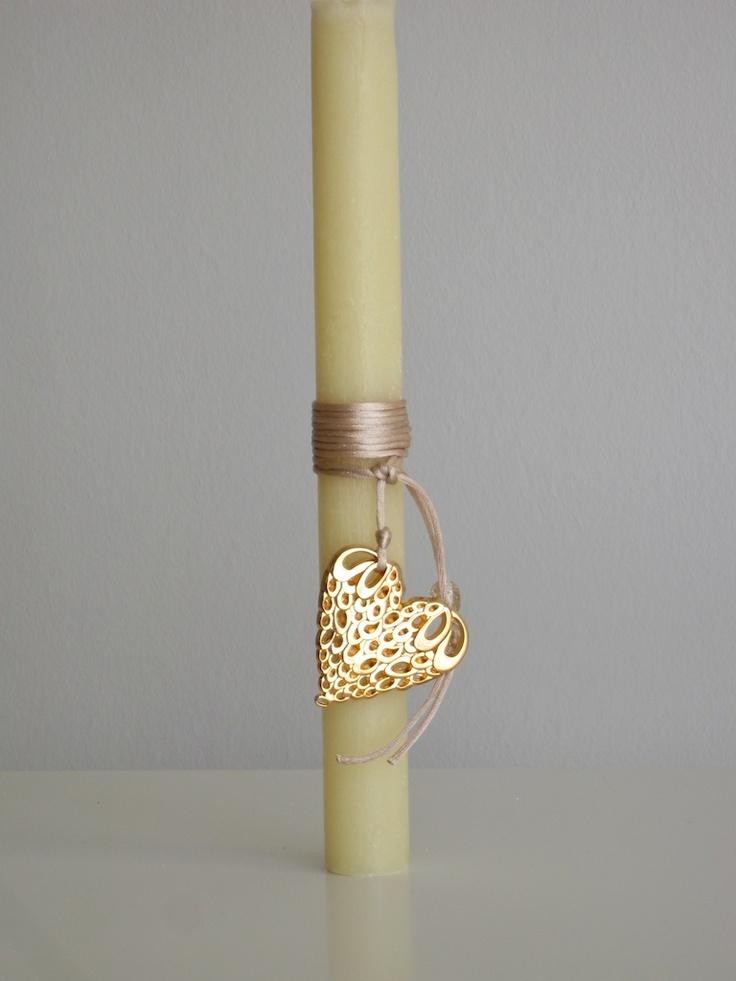 Αρωματικη λαμπαδα με μπρουντζινη κρεμαστη καρδια - Aromatic candle decorated with a brass hanging heart. Suitable to wear as a necklace.