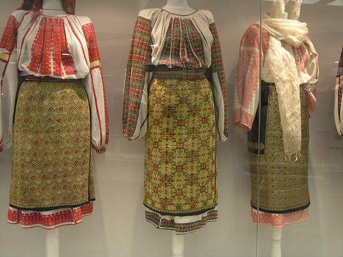 XIX-th century Traditional Romanian Folk Costumes from Muntenia, judetele Arges / Brasov, culoarul Rucar-Bran.