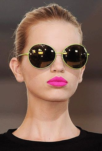 Google Image Result for http://www.blog4stylefashion.com/wp-content/uploads/2011/06/bright-lips.jpg
