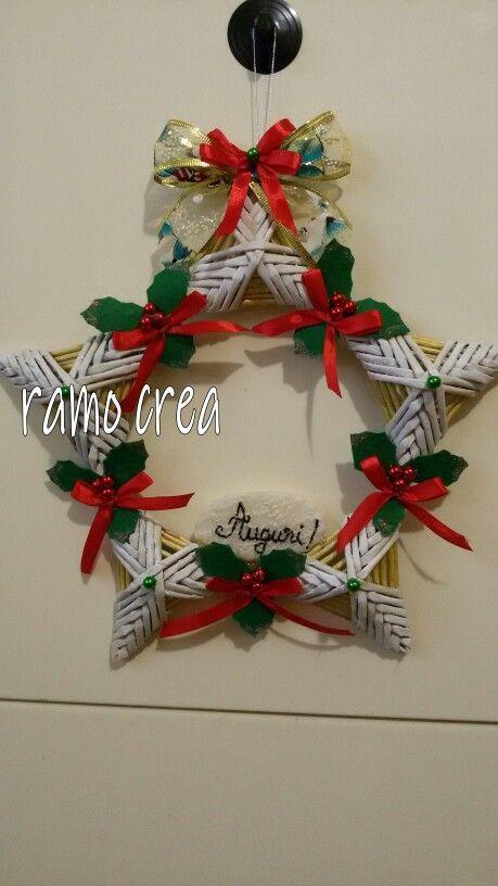 Ghirlanda natalizie con triangoli. . . cannucce di carta