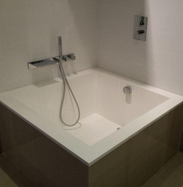 Square Lounge Bath Japanese Style Bath On Display At