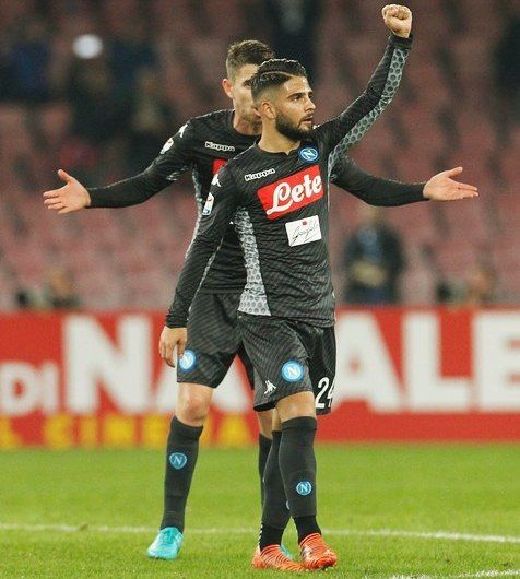 """1,061 mentions J'aime, 13 commentaires - Lorenzo Insigne (@insigne.official) sur Instagram : """"#ForzaNapoli #Napoli ⭕⚪"""""""