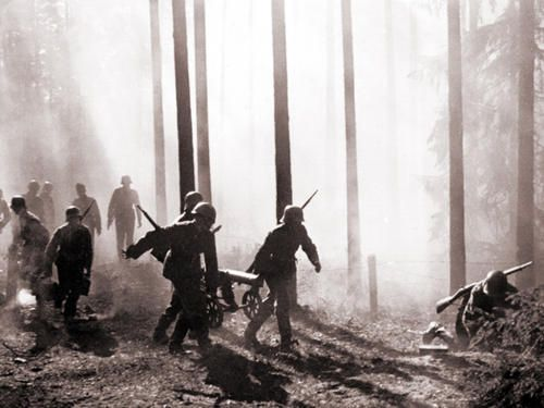 Finnish troops coming from Valkeasaari, the location where Red Army crushed the mainline with heavy bombardments and broke through with overwhelming manpower. Continuation War Karelian Isthmus June 10, 1944.