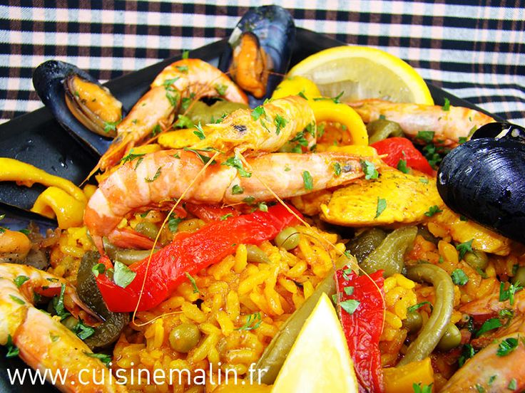 Authentic traditional paella recipe family. To be sure, easy way to the authentic paella.  http://www.cuisinemalin.fr/la-paella-malin-rosa-maria