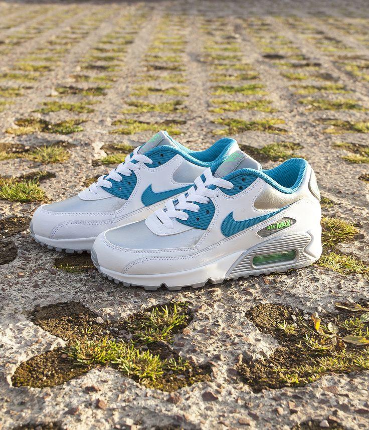 These Nike Air Max 90 kicks are so retro.