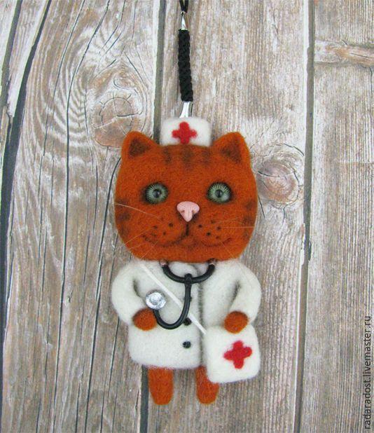 Купить Котик-доктор, брошь/магнит/подвеска в машину - рыжий, кот, котик, доктор, врач, брошь, брошка