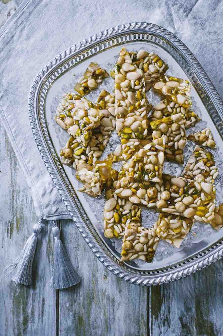 Croccante di frutta seca mista: Il #croccante di #fruttasecca mista è una merenda apprezzatissima, una decorazione meravigliosa, una #dolce coccola quando serve. Provalo!