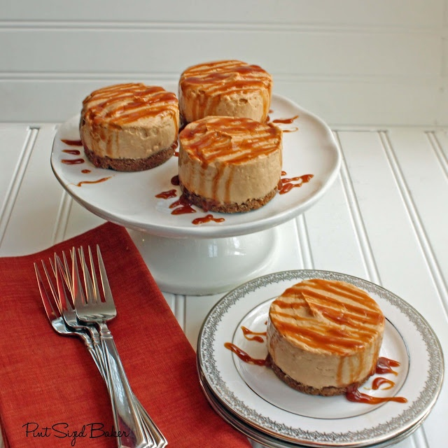 Gingerbread Pudding Cheesecake with Caramel Sauce and Biscoff Cookie ...