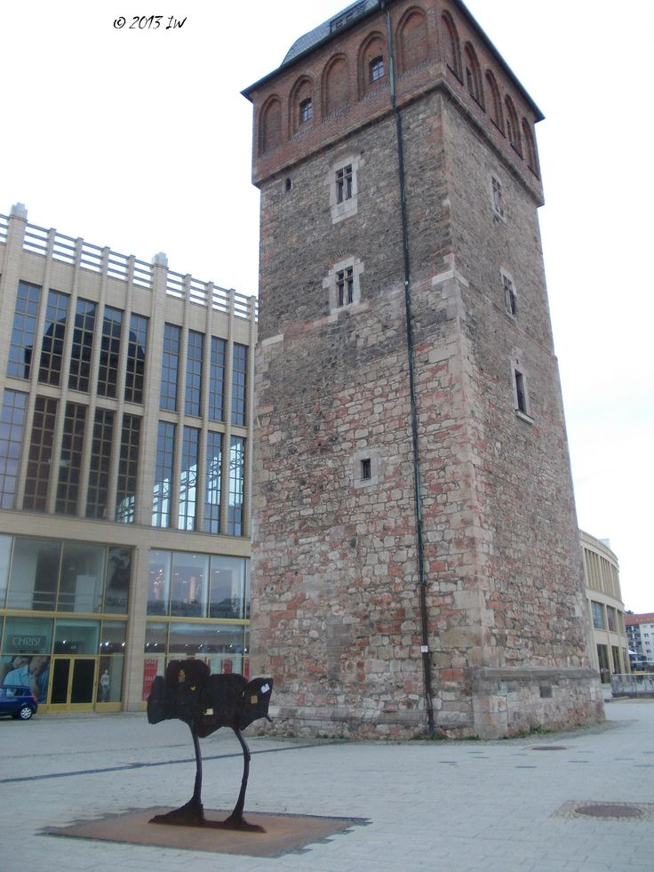 The Roter Turm/Red Tower in Chemnitz is the oldest building in town (12th century). Guided tours inside the tower are possible. It is situated close to the central shopping area.