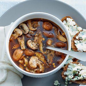 Recept - Rozemarijnbouillon met paddenstoelen - Allerhande