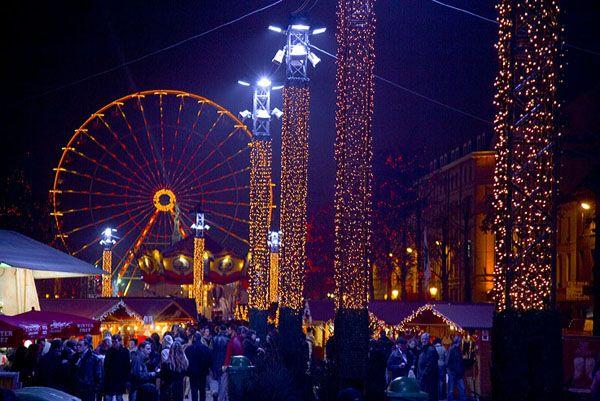 De kerstmarkt is een vaste waarde in Brussel tijdens december en begin januari. Op de Grote Markt, rond de Beurs, op het Sint-Katelijneplein en op de Vismarkt bevindt zich dan een kerstmarkt van zo'n 230 chalets. Er zijn ook nog andere attracties, zoals bijvoorbeeld een schaatsbaan en een reuzenrad.