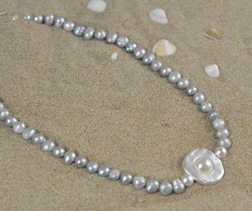 """Perlenkette grau """"Strandperle"""" mit weißer Perle im Anhänger"""