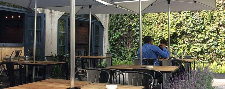 Casa Quimera, lo nuevo en Arte+Gourmet en la Roma. Alojado en un fantástico inmueble de principios del siglo XX, en la Colonia Roma de la CDMX, este establecimiento se convertirá en tu favorito si eres amante del arte y la buena gastronomía.