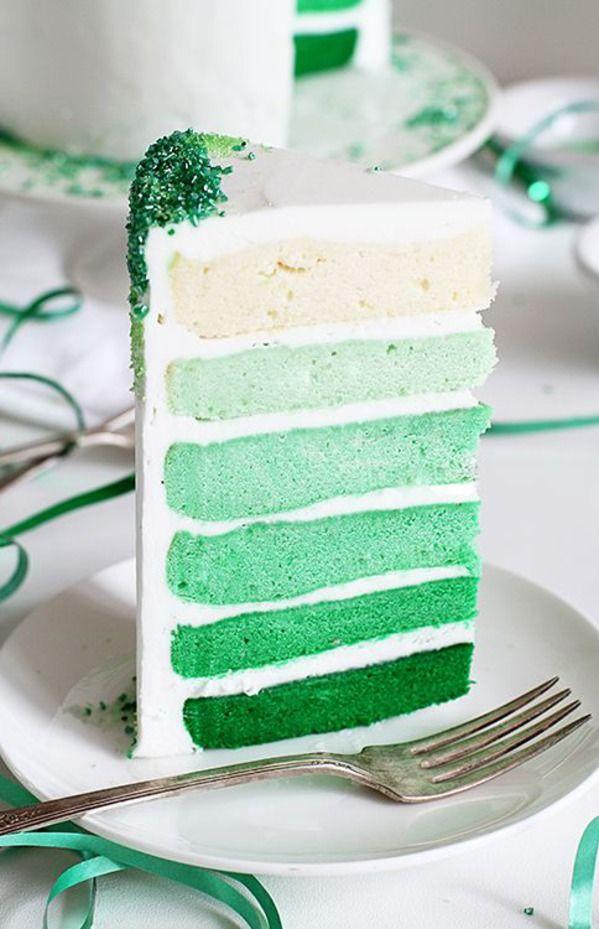 Groene Ombre Layer Cake bedekt met Groen bestrooit!  Stap-voor-stap instructies voor hoe je deze taart te maken!