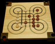 Surakarta Another example of the Surakarta board game.
