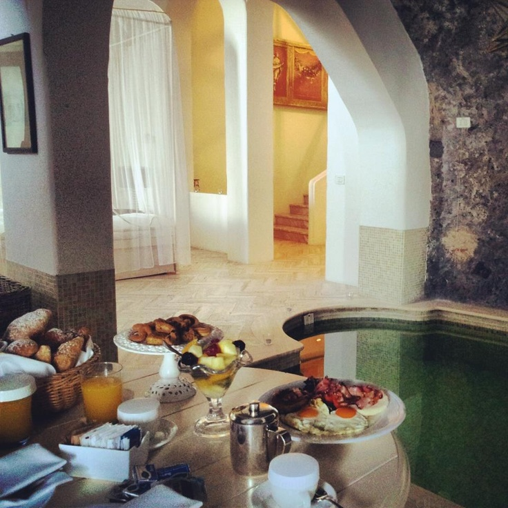 """""""Suite Rock"""" at Hotel Bellevue Syrene in Sorrento for a romantic breakfast... www.bellevue.it/accommodation/suite/"""
