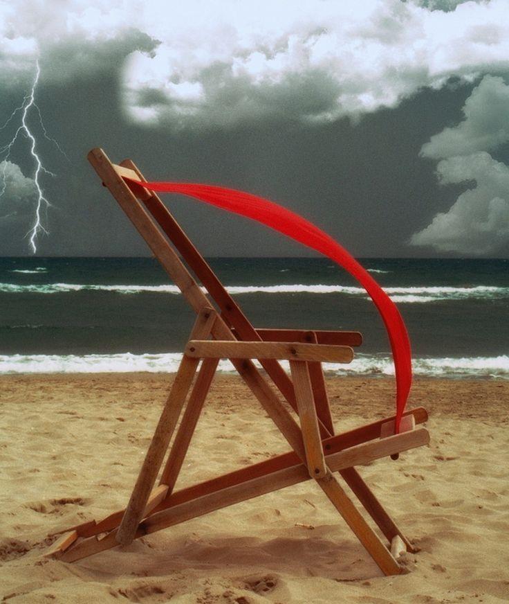 Red deck chair by Vittorio Chiampan