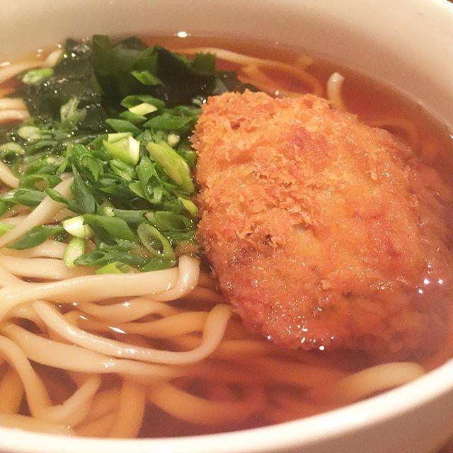 "tokyo29report 和牛焼肉 KIM サクッと「KIM」で夜ごはん!のつもりでしたが出てきたのは焼肉屋なのに手打ちのコロッケうどん!めちゃガッツリ!通常メニューではありませんが料理長吉田さんの遊び心が満載でした! I didn't even imagine I was going to eat this delicious udon at ""KIM"", a yakiniku restaurant (obviously not a udon restaurant) on that day ! #KIM #白金高輪 #焼肉 #ステーキ #肉 #和牛 #牛 #東京肉レポート #肉レポ #KIM #shirokanetakanawa #yakiniku #wagyu #beef #steak #instafood #food #foodie #yummy #bbq #barbecue #tokyo #tokyo29report"