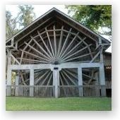 """Государственный парк Deleon Springs находится в городке с одноименным названием. Если смотреть на карту, то это к северу от Делтоны и к востоку от Порт Орэндж. Чтобы доехать туда на машине, скажем, из Орландо, потребуется около 45 минут. Это укромное спокойное местечко идеально подходит для любителей природы. Оно известно благодаря своему легендарному """"фонтану молодости"""", который, как говорят, восстанавливает душевное равновесие. В 1880-х годах городок Спринг Гарден (что в переводе на…"""