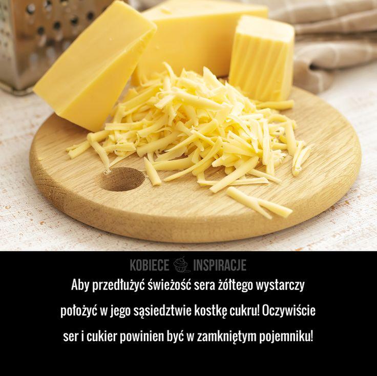 Aby przedłużyć świeżość sera żółtego wystarczy położyć w jego sąsiedztwie kostkę cukru! Oczywiście ser i cukier powinien być w zamkniętym ...