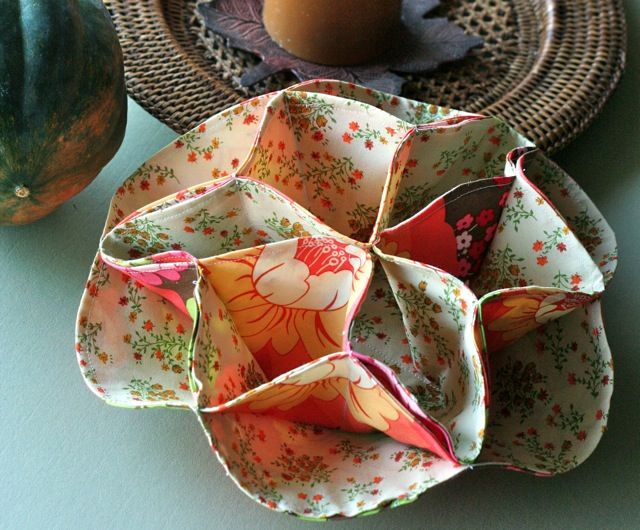 Vintage dinner roll holder--somehow this is 6 circles sewn together.  Could use for jewelry too!