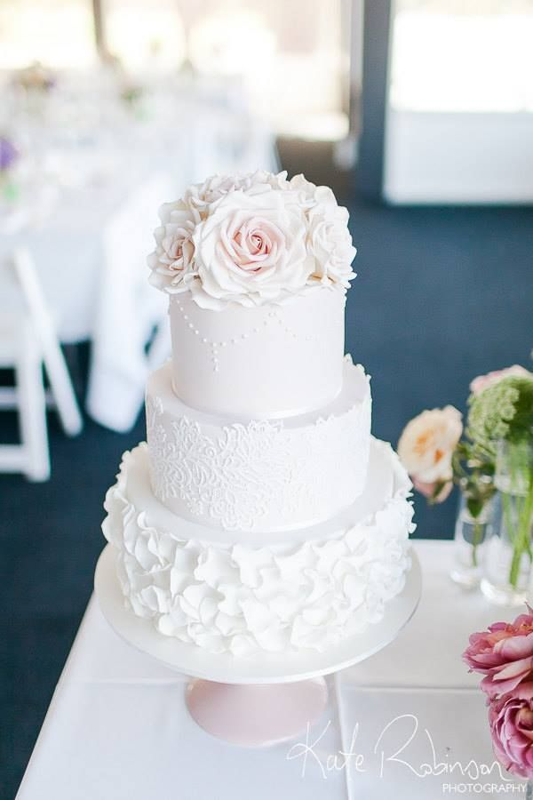 Wedding Cakes that are Elegantly Simple - MODwedding