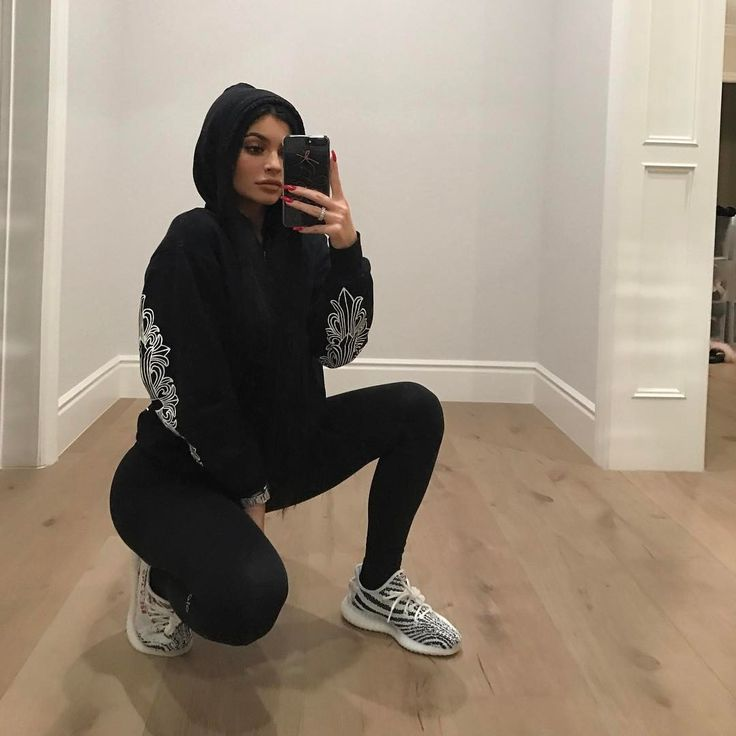 "2.4m Likes, 57.1k Comments - Kylie (@kyliejenner) on Instagram: ""hola"""