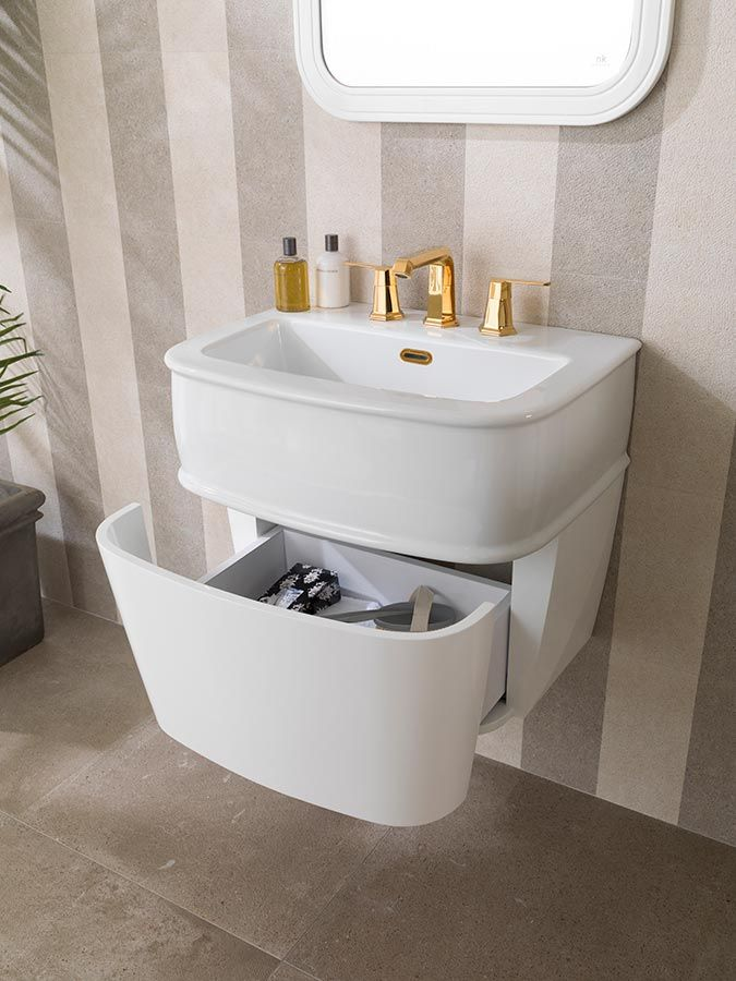 ↠ Less is more ↞ La importancia de la organización en el #baño  #interiorismo #diseñodebaños