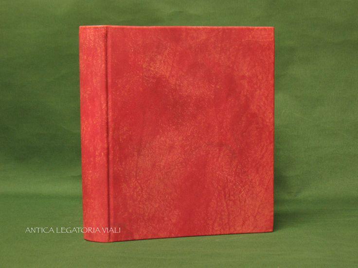 Album fotografico rilegato in tutta pelle bovina.  Dimensioni cm 30 x 24  #legatoria #legatoriaviali #viterbo #rilegature #bookbinding #bookbinder #rilegatura #artesan #artigianato #artigiano #italie #italia #libri #books #artigianatoartistico #rilegatore #orvieto #roma #tusciaviterbese #tuscia #fotografia #reliure #albumfotografico #foto