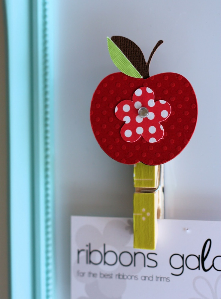Apple Clips w/magnets-Oooh! I can make these for parents on Back to School Night: Clothes Pin, Teacher Gifts, Classroom, School, Student, Apples, Craft Ideas
